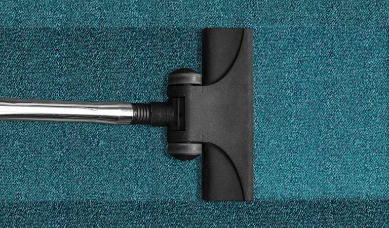 Hoe moet je een tapijt goed reinigen?